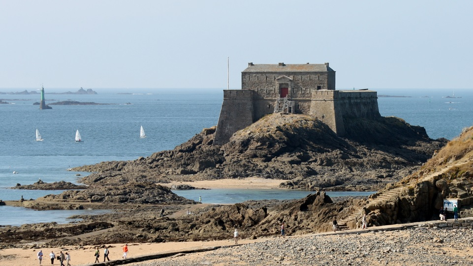 The beaches of Brittany are a great place for a French family holiday!