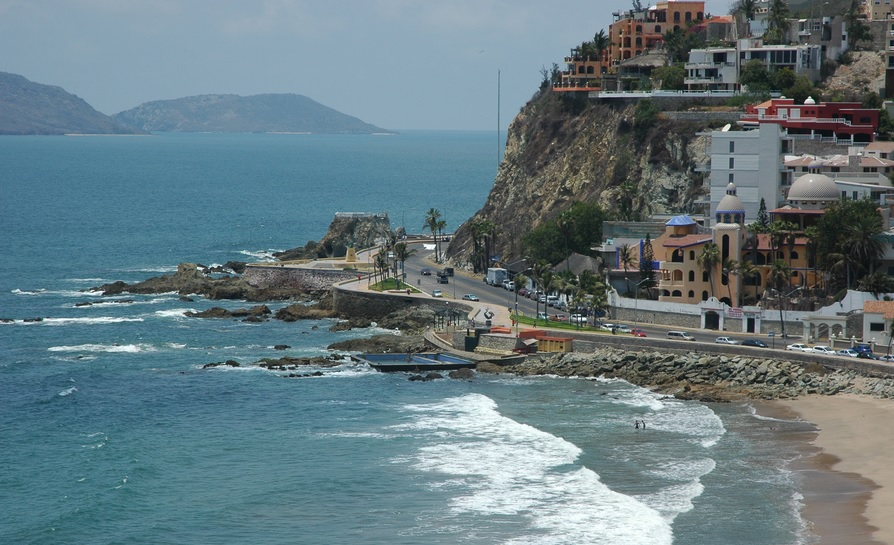 Watching divers take the plunge from cliffs like this are one of the top things to do in Mazatlan